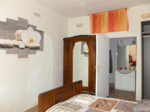 les croisées : Bed and Breakfast near Saint-Hilaire-d'Ozilhan