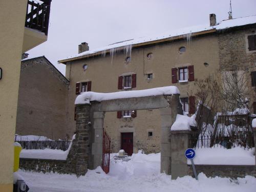 La Maison Bleue : Guest accommodation near Fontpédrouse