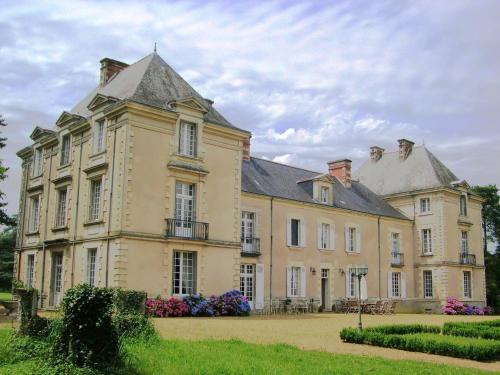 Chateau De Cop Choux : Guest accommodation near Trans-sur-Erdre