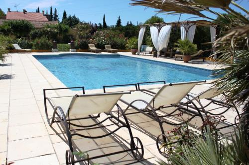 Domaine la Chamade : Guest accommodation near Sarrians