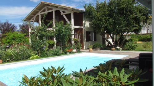 Les Arums de Fondeminjean : Bed and Breakfast near Saint-Seurin-de-Cadourne