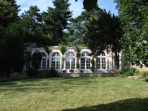 L'Orangerie White-Palacio : Apartment near Le Chesnay