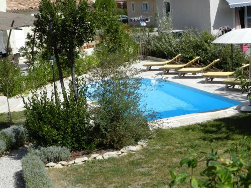 Les Broussous : Bed and Breakfast near Cannes-et-Clairan