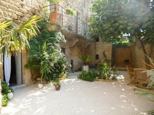 Guesthouse de Cambis B&B : Guest accommodation near Saint-Bonnet-du-Gard