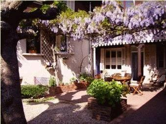 Les Charmilles : Bed and Breakfast near Genlis