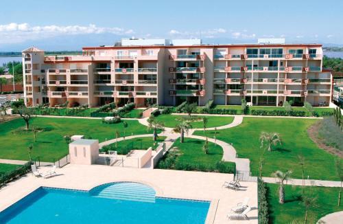Résidence Les Flamants Roses : Guest accommodation near Saint-Nazaire