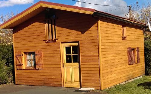 Gite La K-bane au fond du jardin : Guest accommodation near Espinasse