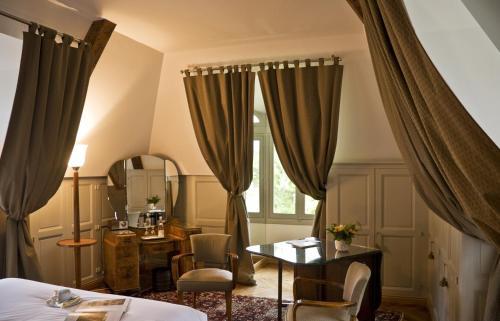 Abbaye Des Vaux De Cernay : Hotel near Ponthévrard