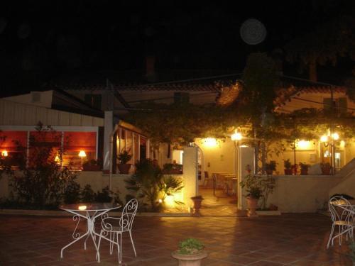 le chêne vert : Hotel near Lapalud