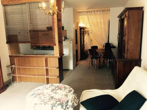 Résidence Turenne : Apartment near Larche