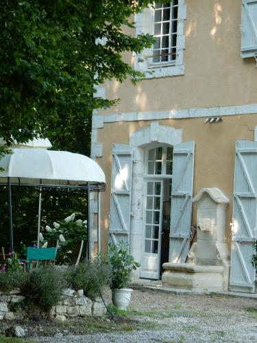 La Faisanderie 16 : Bed and Breakfast near Combiers