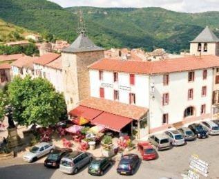Auberge de st Rome : Guest accommodation near Saint-Georges-de-Luzençon