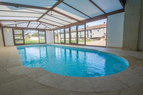 Gîte Les Orchidées du Vaudelnay : Guest accommodation near Saint-Martin-de-Sanzay