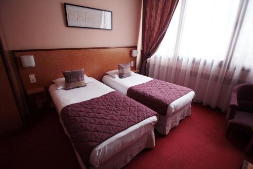 Hôtel Crystal Reims Centre : Hotel near Vieux-lès-Asfeld