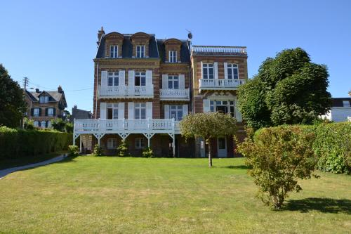Guesthouse La Mascotte : Bed and Breakfast near Auberville
