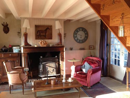 Sainte-Suzanne : Guest accommodation near Saint-Martin-d'Écublei