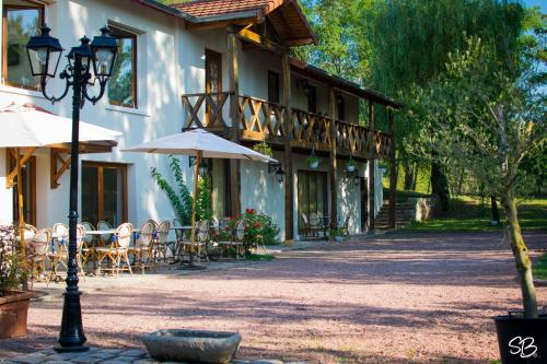 La Ferme aux Biches : Bed and Breakfast near Roanne
