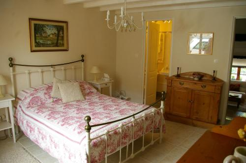 L'Ancienne Forge : Bed and Breakfast near Montaut