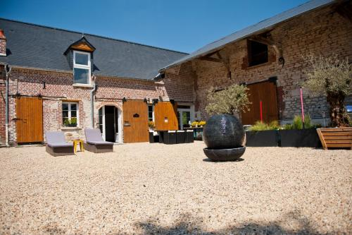 Le Prieuré Chambres d'hôtes : Bed and Breakfast near Montigny-sous-Marle
