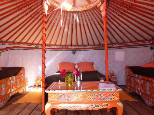 Ô Yourtes De Provence : Guest accommodation near Mollégès