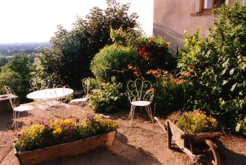 Chambres d'hôtes Le Presbytère : Bed and Breakfast near Trelins