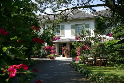 Hôtel Beatus : Hotel near Ribécourt-la-Tour