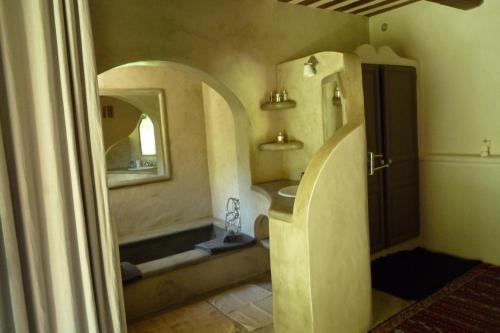 La Siesta Andalouse : Guest accommodation near Saint-Hilaire-d'Ozilhan