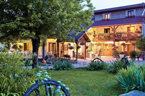 L'Auberge Campagnarde : Hotel near Villette-sur-Ain