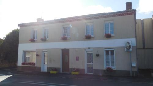 L'Ancien p'tit bistrot : Guest accommodation near Genneton