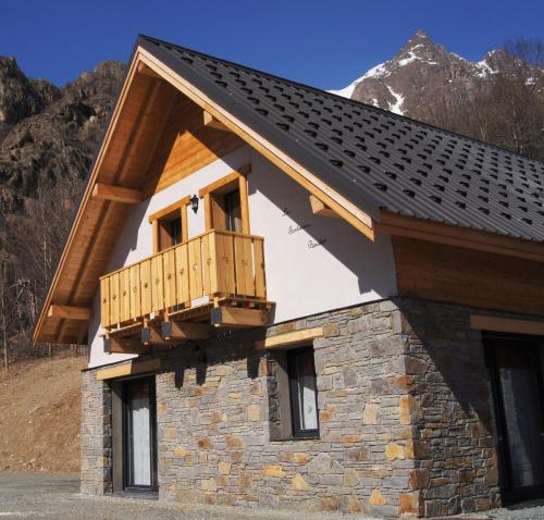 Les Fontaines Bénites : Guest accommodation near Saint-Christophe-en-Oisans