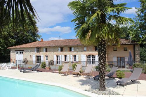 Le Mas de Briquepierre : Bed and Breakfast near Rieumajou