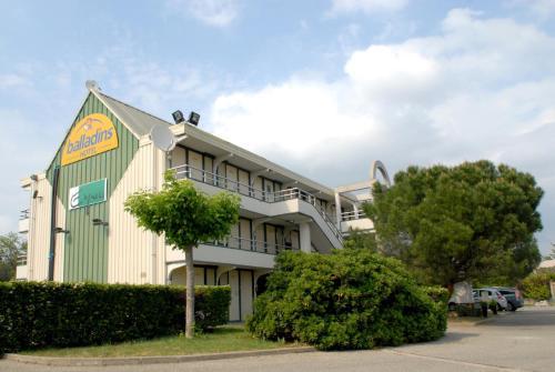 Hôtel balladins Bollène : Hotel near Mondragon