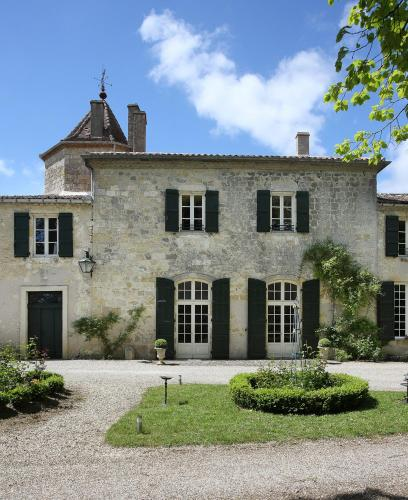Chateau d'Auge - Grand Gite : Guest accommodation near Laplume