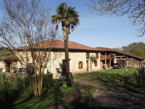 Gite Tauzia : Guest accommodation near Nassiet