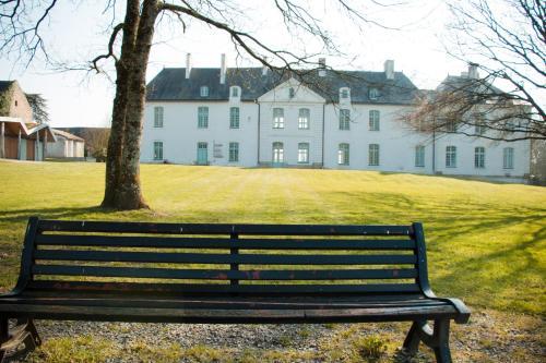 Surprenantes - Château du Pé : Hotel near Indre