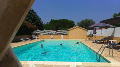 Camping L'olivier : Guest accommodation near Saint-Jean-de-Crieulon