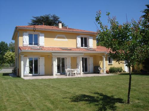 Clos des Erables : Guest accommodation near Couzon-au-Mont-d'Or