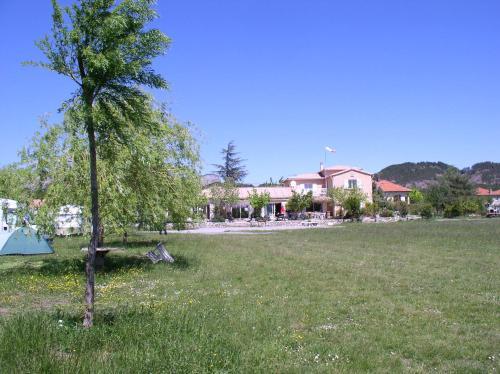 Camping de Laragne : Guest accommodation near Saint-Genis