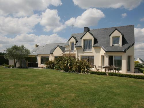 Holiday Home Port-Louis : Guest accommodation near Larmor-Plage