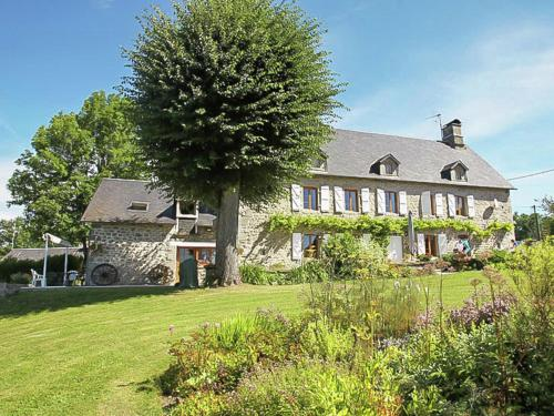 Villa Le Tilleul 14P : Guest accommodation near Ussel