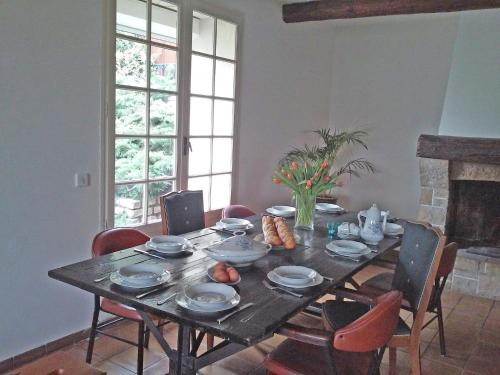 Holiday Home Les Clos De Coulouvres 1 : Guest accommodation near Saint-Théodorit