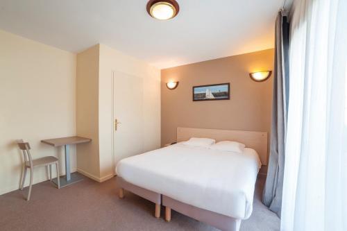 Zenitude Hôtel-Résidences Magny-les-Hameaux : Guest accommodation near Villiers-le-Bâcle