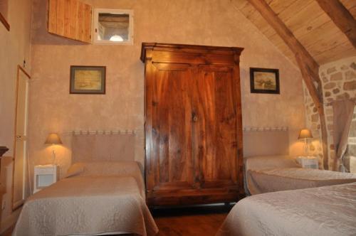 Les Escures : Guest accommodation near Estal