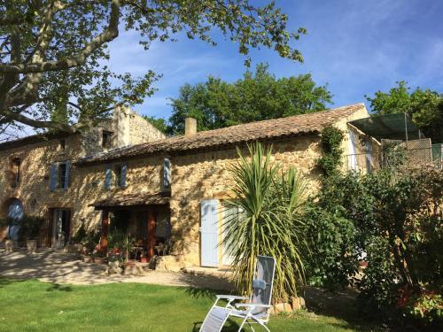 Mas du Clos de l'Escarrat : Guest accommodation near Sarrians