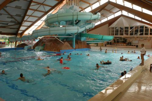 Camping le Rochat Belle Isle : Guest accommodation near La Chapelle-Orthemale