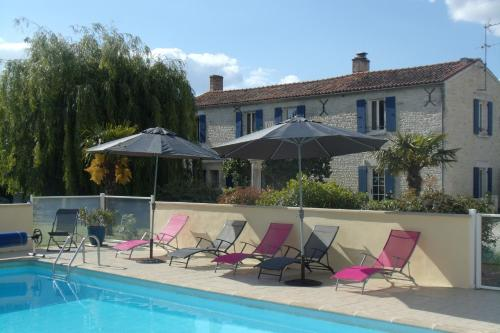 Le Clos des Palmiers : Bed and Breakfast near Charron