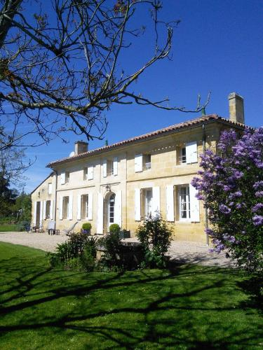 Chambres d'Hôtes Manegat : Bed and Breakfast near Saint-Aubin-de-Branne