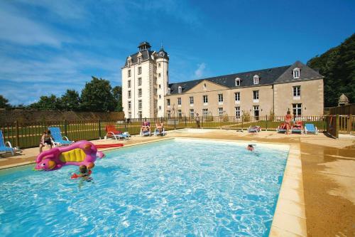 Résidence Prestige Odalys Le Château de Kéravéon : Guest accommodation near Sainte-Hélène