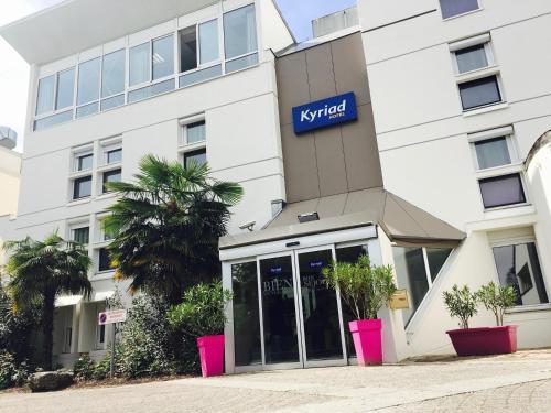Kyriad Grenoble-Voiron Chartreuse-Centr'alp : Hotel near Réaumont