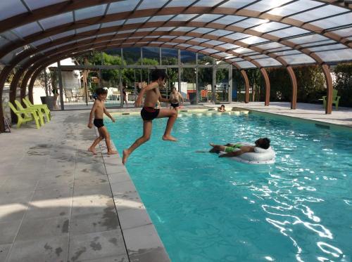Camping Le Monlôo : Guest accommodation near Sarrouilles
